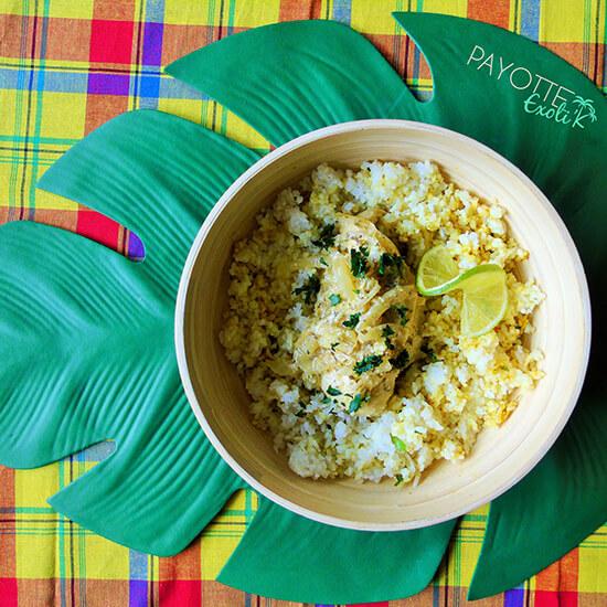Assiette de poulet avec riz parfumé